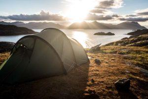 Le Top 8 des lieux atypiques pour planter sa tente dans le monde !