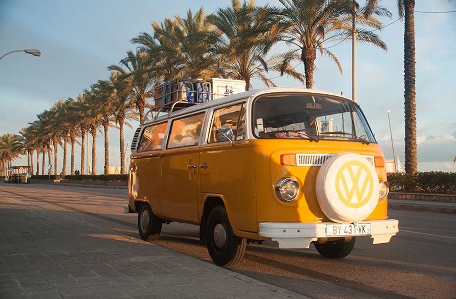famille en combi VW