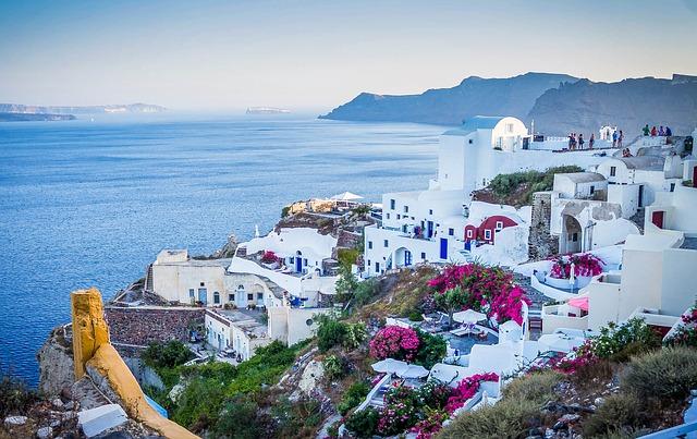 découvrir la Grèce grâce aux ferries en  fourgon aménagé