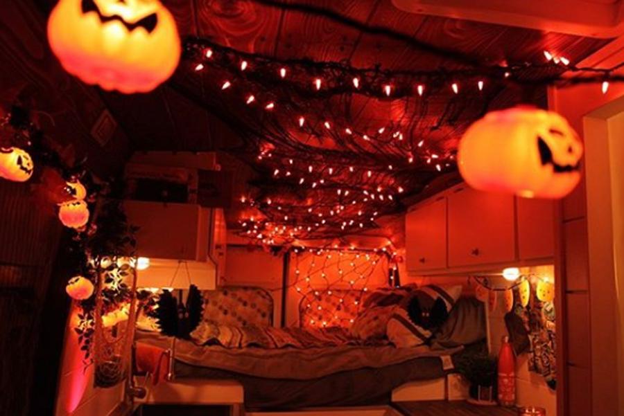 décoration d'halloween en van